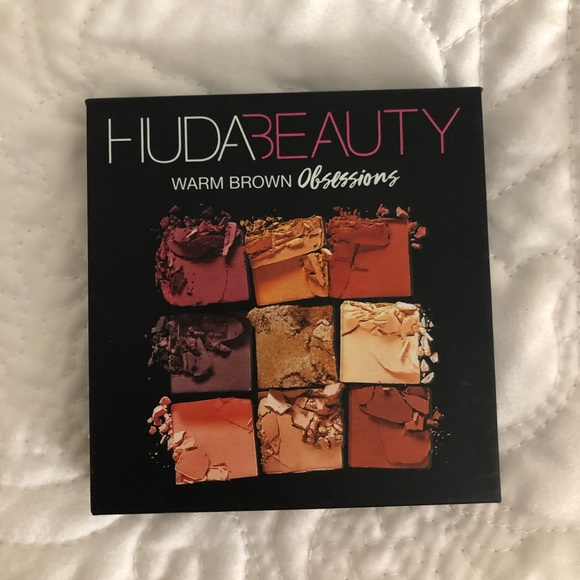 HUDA BEAUTY Other - Huda Beauty Eyeshadow Pallet